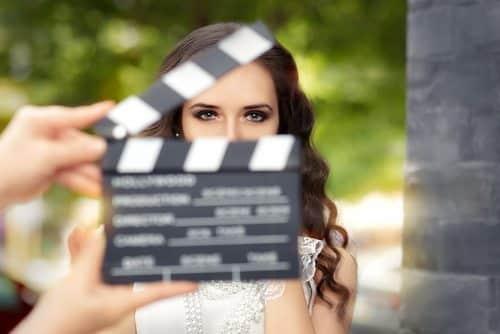 precio videos corporativos chica grabando