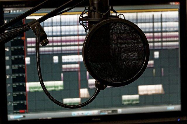 Locución audiovisual profesional para vídeos | Videocontent Tu vídeo desde 350€ | locucion profesional |