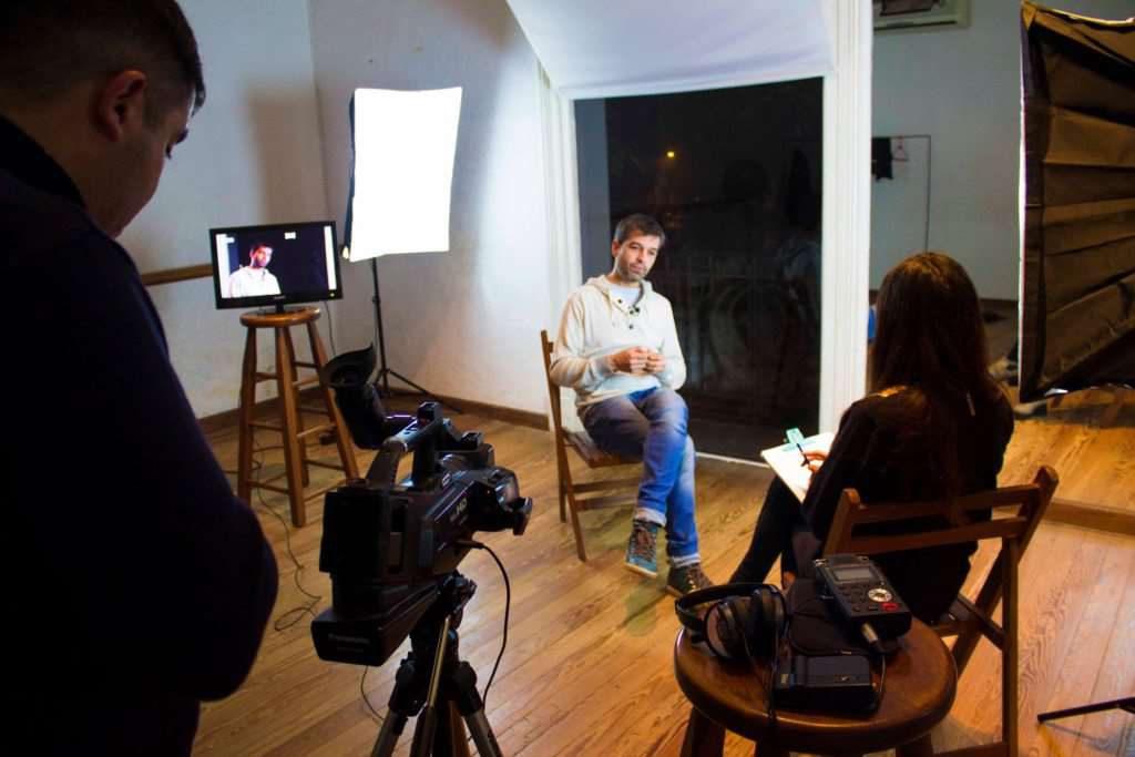 Vídeo entrevista: las principales claves para hacer un buen trabajo   Videocontent Tu vídeo desde 350€   claves para hacer una buena video entrevista min 1024x683   video, marketing-online, actualidad
